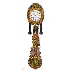 Antiguo reloj de pared Morez, con cuerdas manuales, de origen francés, y funcionando a la perfección.